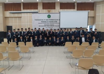 Memberikan pembekalan Yudisium Fakultas sariah UIN maulana Malik Ibrahim Malang foto bersama2