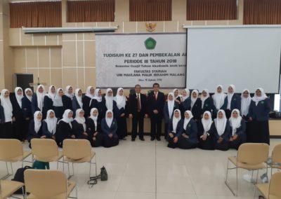 Memberikan pembekalan Yudisium Fakultas sariah UIN maulana Malik Ibrahim Malang foto bersama3